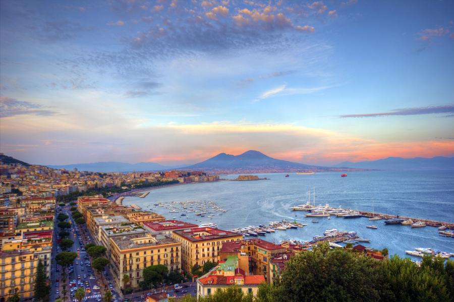 Изглед към Неапол, Италия