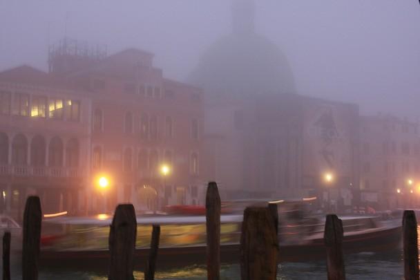 Сутрешна мъгла във Венеция